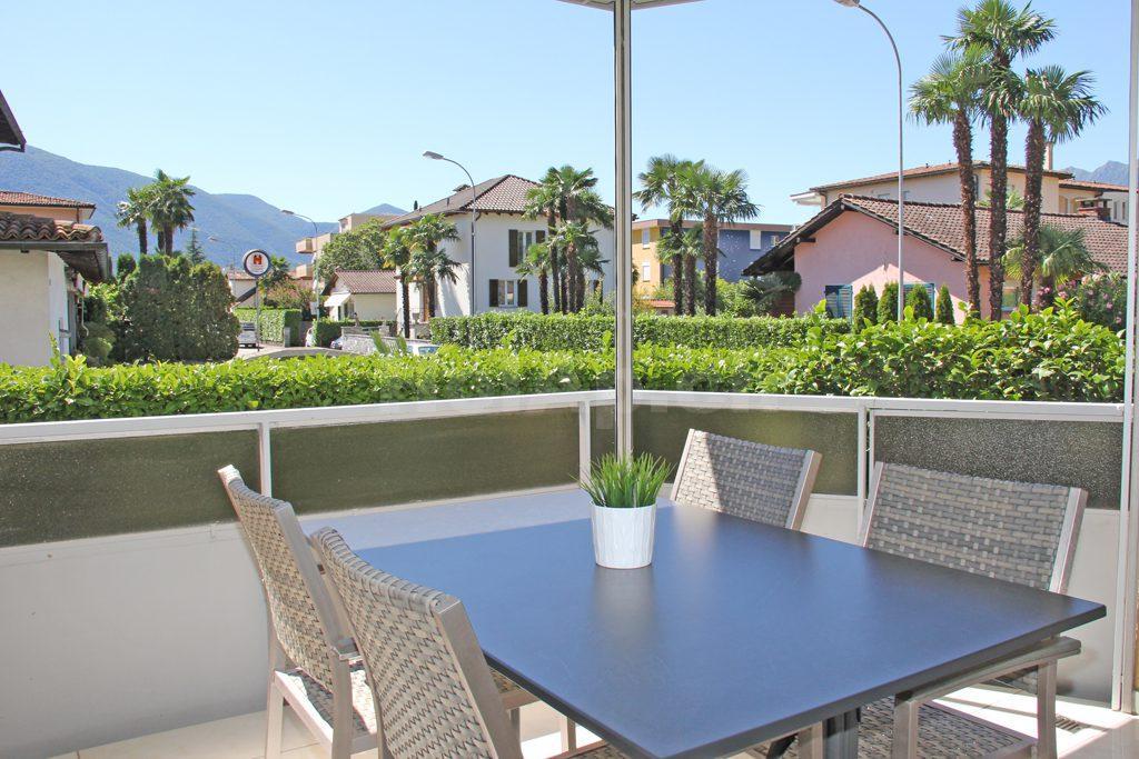 HolAp - Ferienwohnungen, Ferienhäuser im Tessin, Ascona, Locarno, Minusio, Orselina, Brione S.Minusio, Valle Maggia, Valle Verzasca, Gambarogno -  - H6612-378_balcone