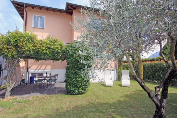 HolAp_H6612-462_esterno_giardino1
