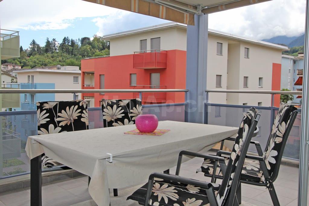 HolAp - Ferienwohnungen, Ferienhäuser im Tessin, Ascona, Locarno, Minusio, Orselina, Brione S.Minusio, Valle Maggia, Valle Verzasca, Gambarogno -  - H6616-414_balcone