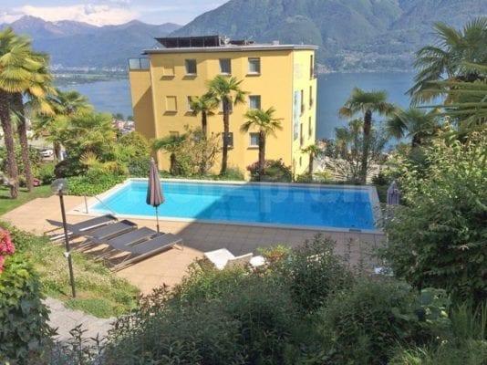HolAp - Ferienwohnungen, Ferienhäuser im Tessin, Ascona, Locarno, Minusio, Orselina, Brione S.Minusio, Valle Maggia, Valle Verzasca, Gambarogno -  - H6644-440_piscina