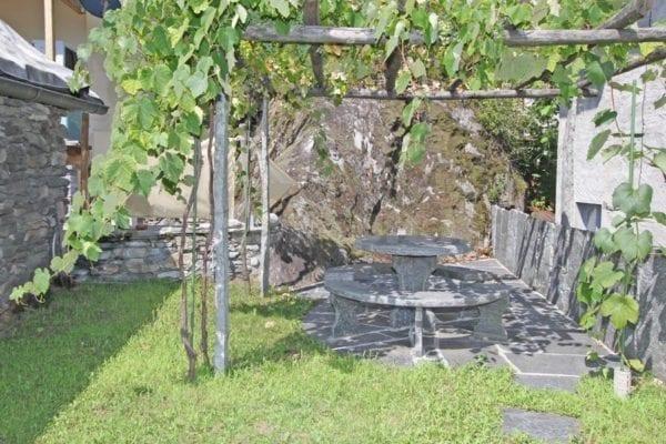 HolAp - Ferienwohnungen, Ferienhäuser im Tessin, Ascona, Locarno, Minusio, Orselina, Brione S.Minusio, Valle Maggia, Valle Verzasca, Gambarogno -  - H6678-447_giardino1
